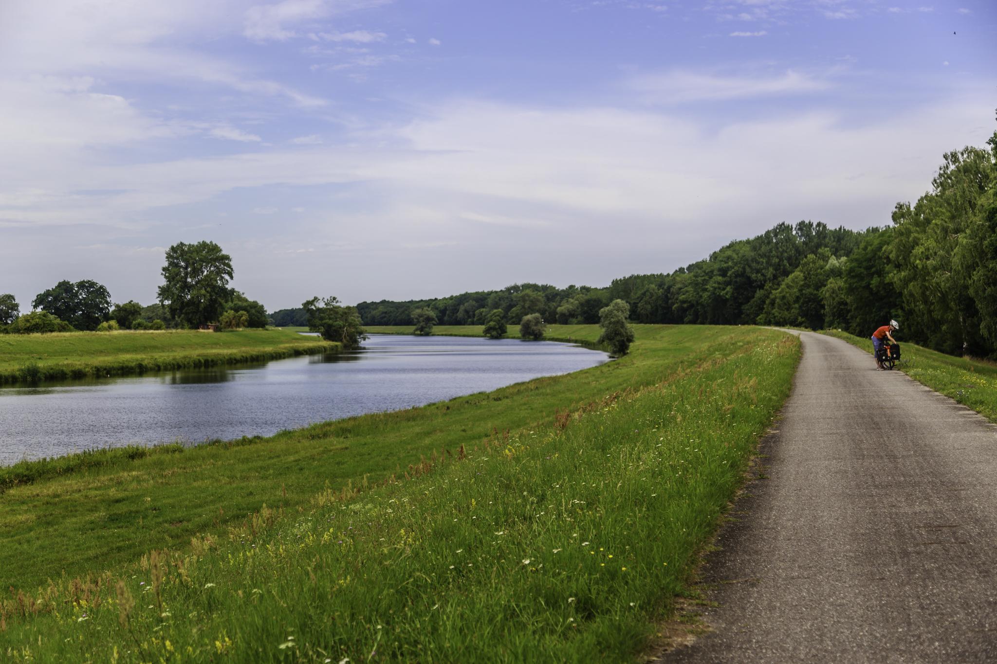 Reise mit dem Fahrrad auf dem Elbe-Radweg